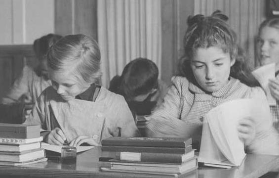 عکس دیده نشده از  تحصیل شهناز پهلوی در خارج از کشور