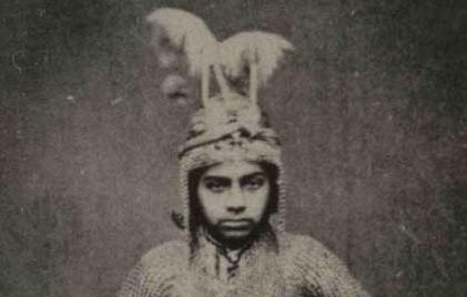 «صادق خان» غلام بچه های ناصرالدین شاه قاجار در لباس تعزیه
