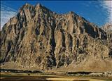 نمائی از کوه بیستون کرمانشاه در عهد سلطنت محمدشاه قاجار