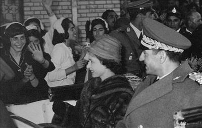 تعجب ملکه انگلیس از دروغ شاخدار پهلوی دوم