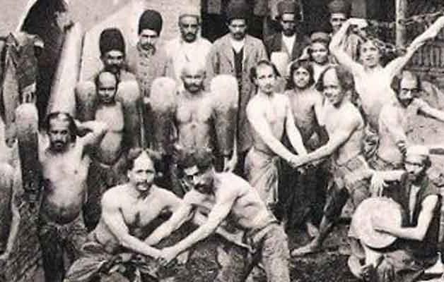 عده ای از پهلوانان کشتی و ورزشکاران در دوره قاجاریه
