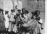 عده ای از نوازگان و رقاصان ایل قشقائی در دوره قاجاریه