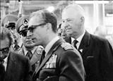 علاقه شدید محمدرضا پهلوی به زانو زدن و دست بوسی