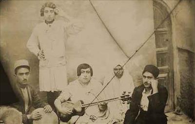 گروه های موسیقی دربار ناصری چند دسته بودند؟