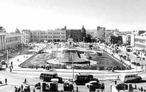 نمایی از میدان توپخانه و عمارت بلدیه تهران قدیم