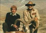 عبدالرضا پهلوی و همسرش پری سیما زند در حال شکار