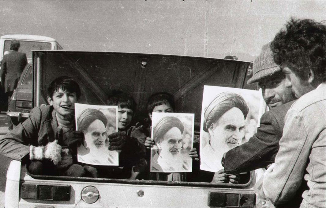 ترس ساواک از گسترش عکس امام خمینی در میادین و معابر