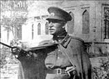رضاخان در سالگرد کودتای سیاه در مراسم سان و رژه