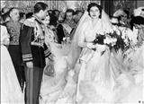 گوشه ای از مراسم عقد محمدرضا پهلوی و ثریا اسفندیاری در کاخ مرمر
