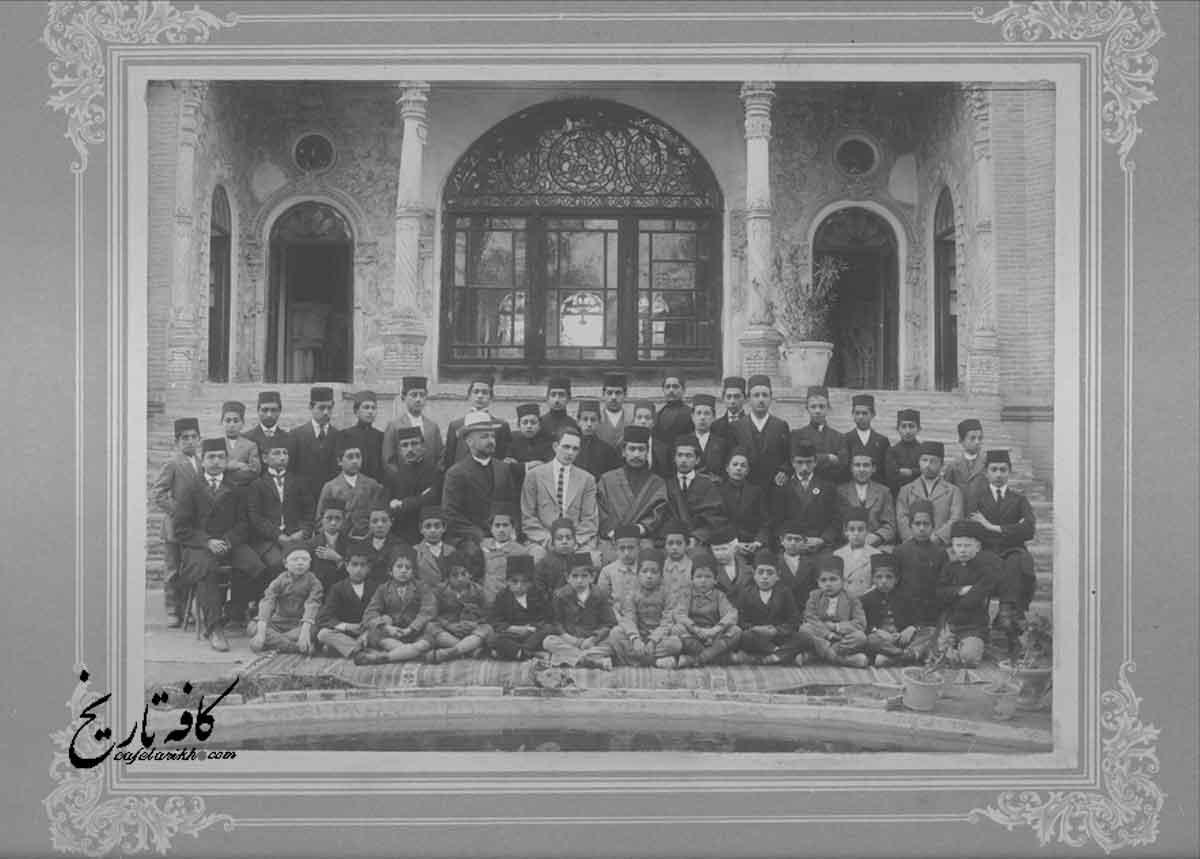 جمعی از معلمین و محصلین مدرسه امریکایی اصفهان