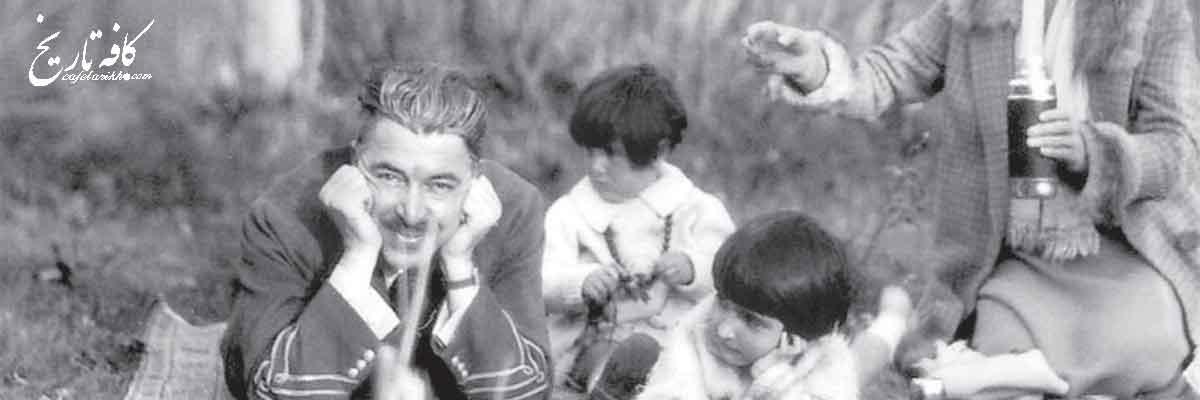 تیمور تاش در کنار خانواده