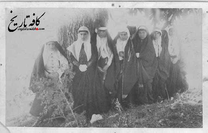 چند تن از زنان و خدمه دربار ناصرالدین شاه قاجار