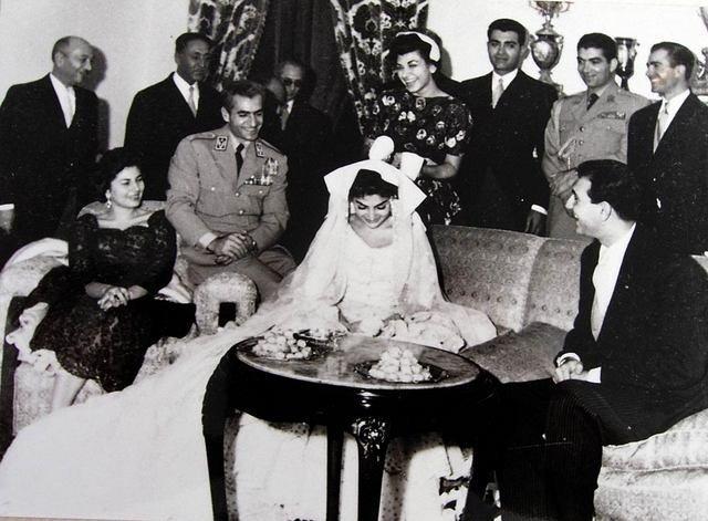 تصویری از لحظه وصلت خاندان زاهدی با دربار پهلوی