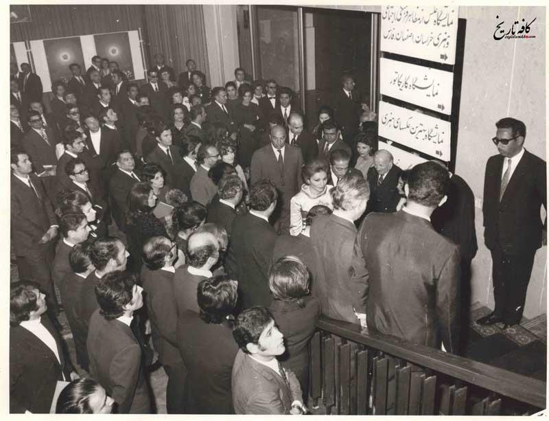 افتتاح نمایشگاه های جشن فرهنگ و هنر در موزه ایران باستان با حضور فرح پهلوی