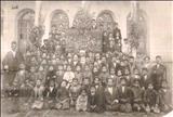 معلمین و شاگردان یکی از مدارس متوسطه تهران در اواخر دوره قاجاریه