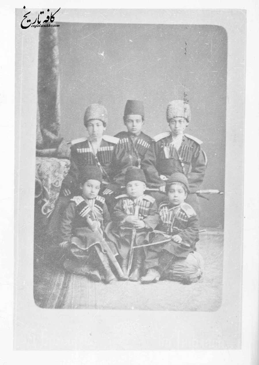 چند تن از اعضای خردسال مدرسه قزاق خانه