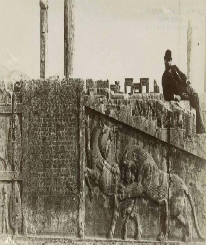 اولین عکاسی که از تخت جمشید عکس گرفت