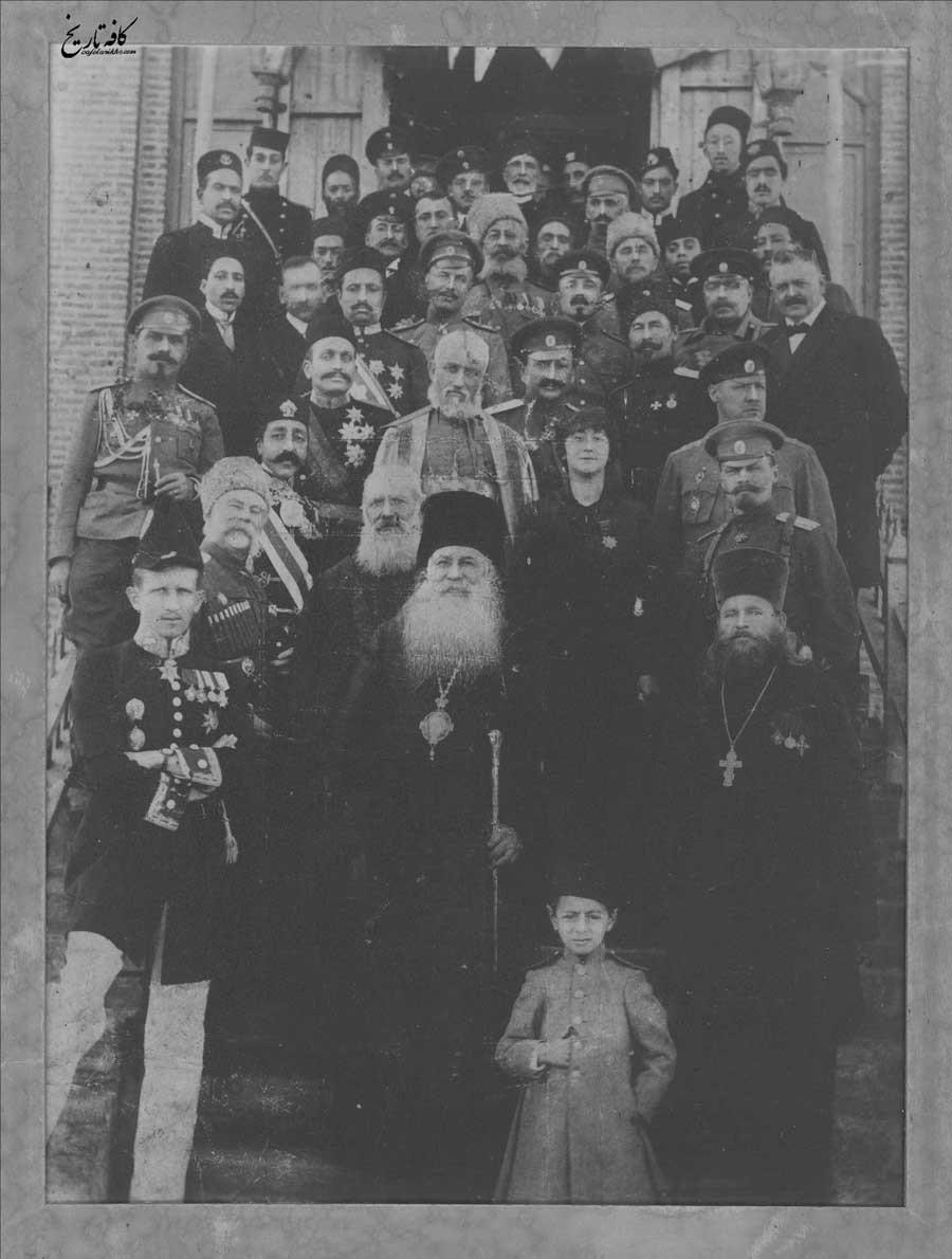 اسقف اعظم ارامنه آذربایجان به همراه افسران روسی