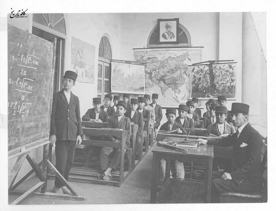 نمائی از یکی از کلاسهای درس در اوایل دوره سلطنت رضاشاه
