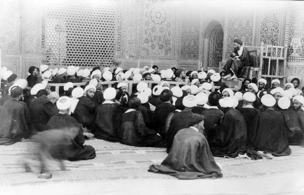 مولفه های اقتداربخش نخبگان دینی در ایران معاصر