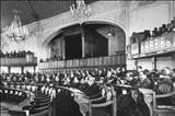 محمدرضا پهلوی هنگام افتتاح مجلس سنا