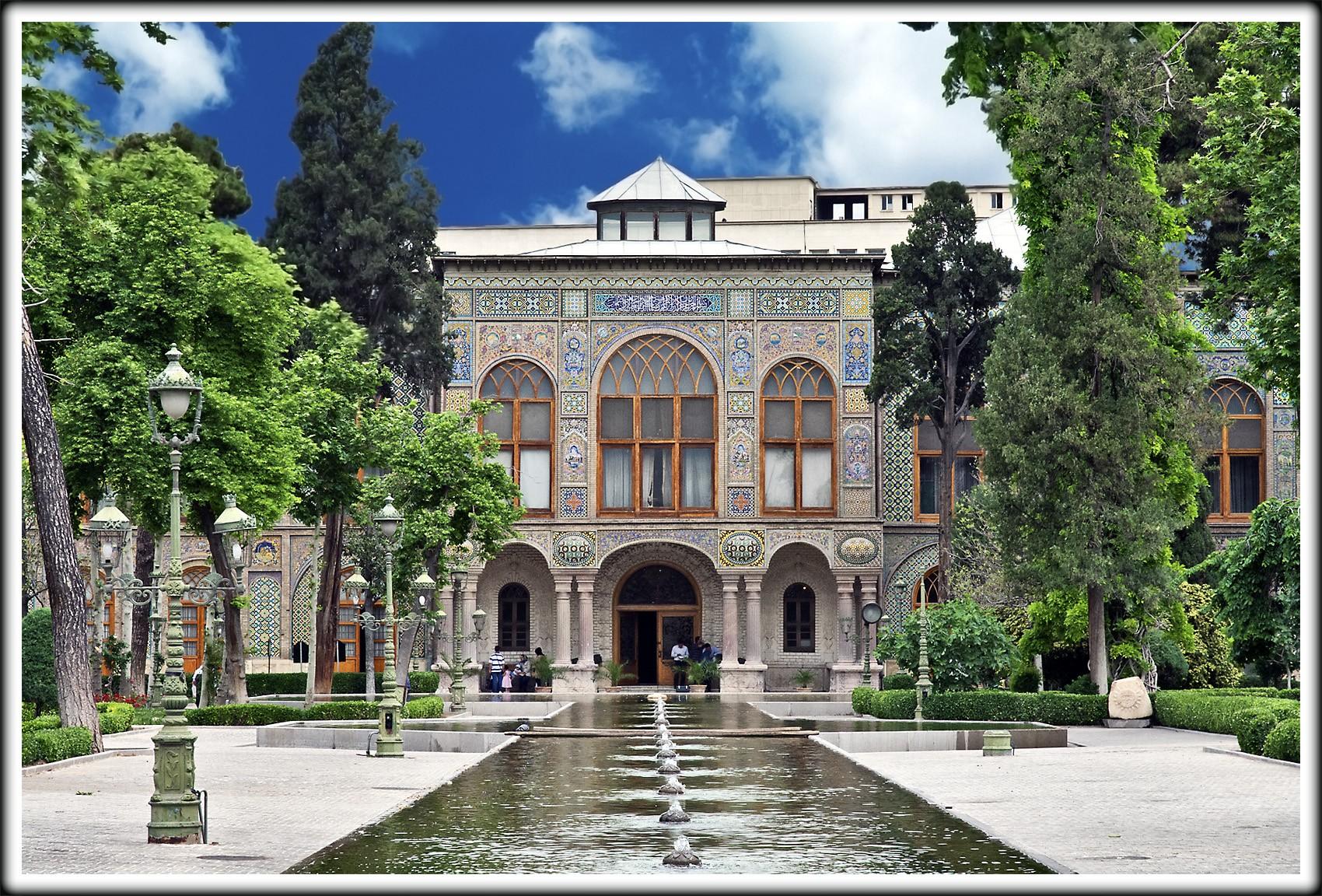 نمائی از تالار آئینه در کاخ گلستان