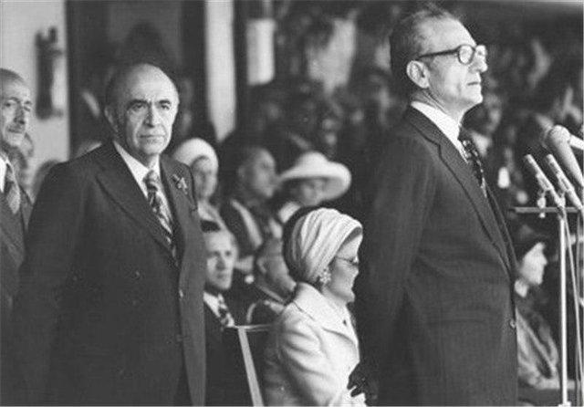 هویدا از نخستوزیری سیر نشده بود